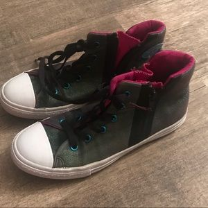 Converse Size 4 shoes